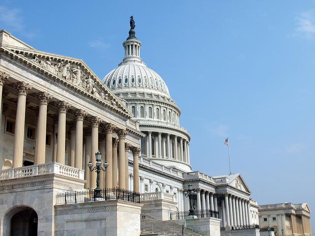 Палата представителей США собрала десятки тысяч документов по деятельнос...