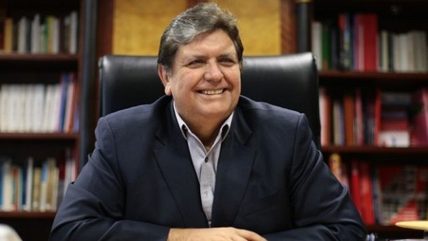 Экс-президент Перу скончался после того, как застрелился во время ареста