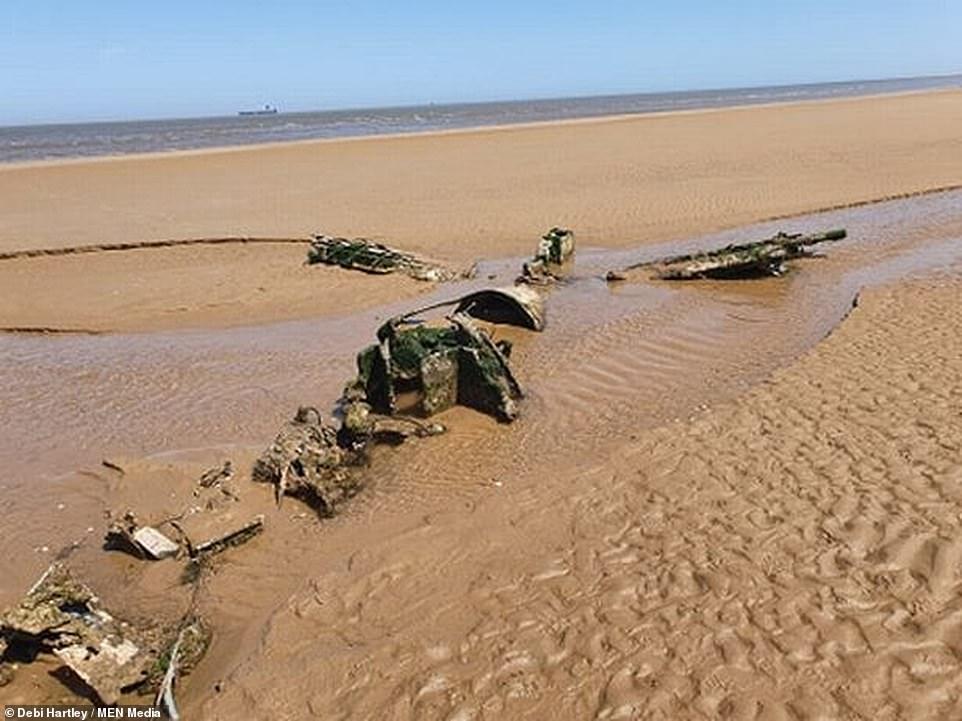 В Британии пара нашла обломки истребителя Второй мировой войны во время...