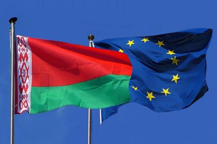 Главы МИД 27 стран ЕС приняли решение ввести санкции против официальных...