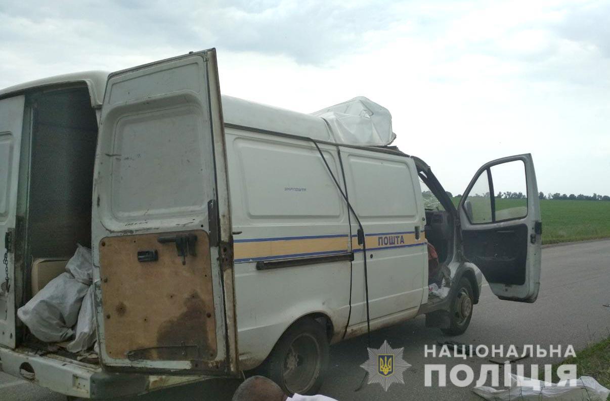 На Полтавщине подорвали автомобиль Укрпочты и украли 2,5 млн