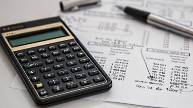 Кабмин планирует снизить налоги для тех, кто зарабатывает меньше, – Верл...