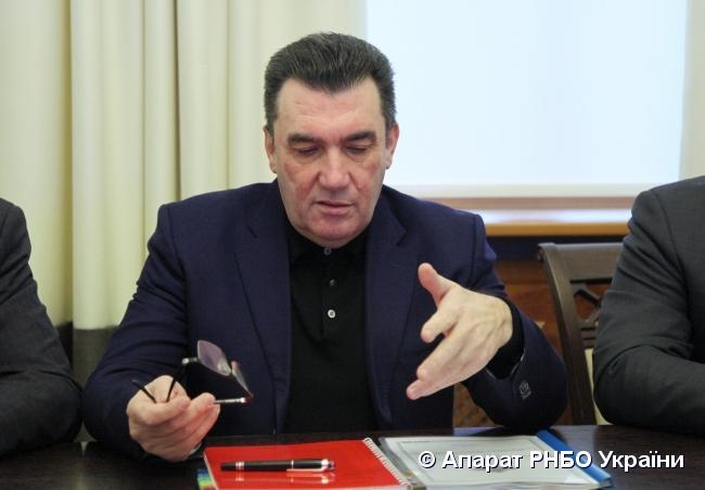 Секретарь СНБО за декабрь получил почти 100 тысяч гривен