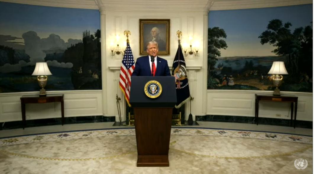 """Трамп призвал привлечь Китай к ответственности за """"новую чуму"""" – коронав..."""