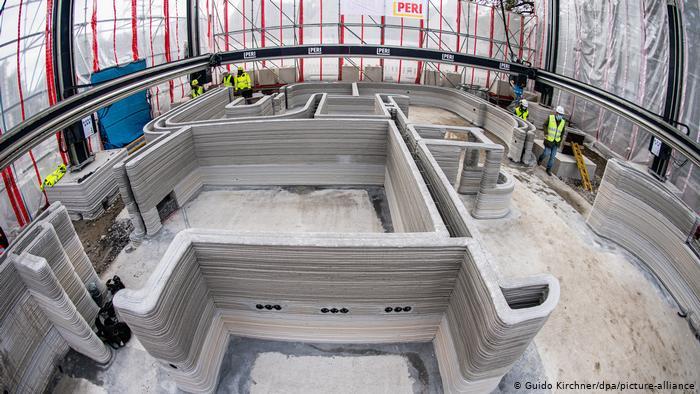 В Германии начали печатать бетонные жилые дома на 3D-принтере