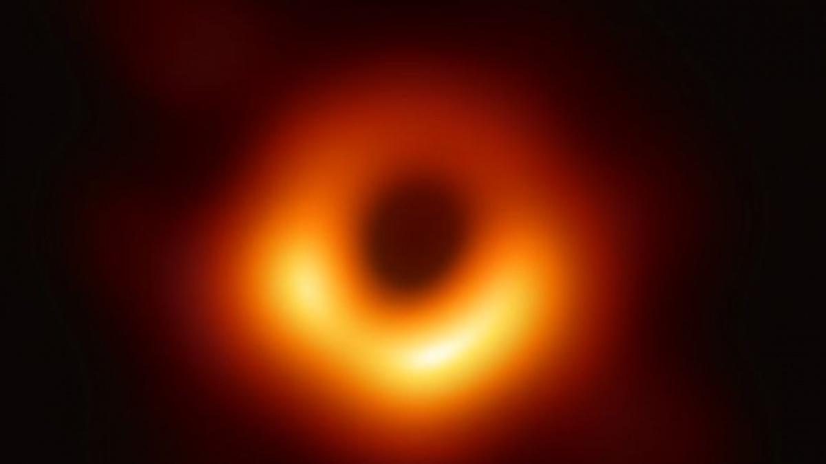 Черную дыру, фото которой обошло весь мир, назвали Поэхи