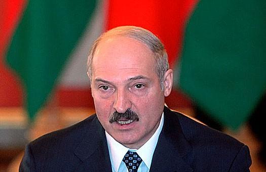 Лукашенко хочет получать азербайджанскую нефть через Украину