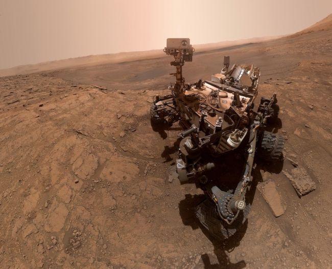 Марсоход Curiosity сделал селфи во время важного химического эксперимент...