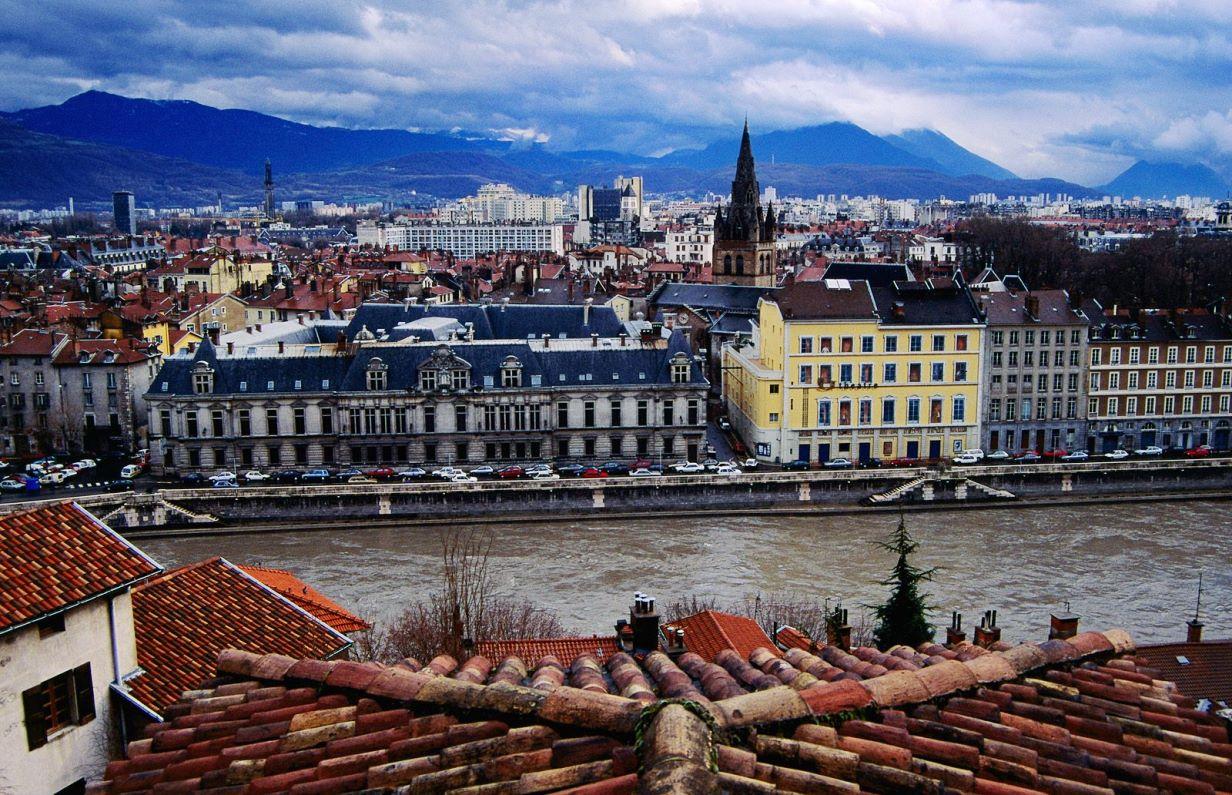 Коронавирус во Франции: еще в четырех мегаполисах закроют рестораны и ба...