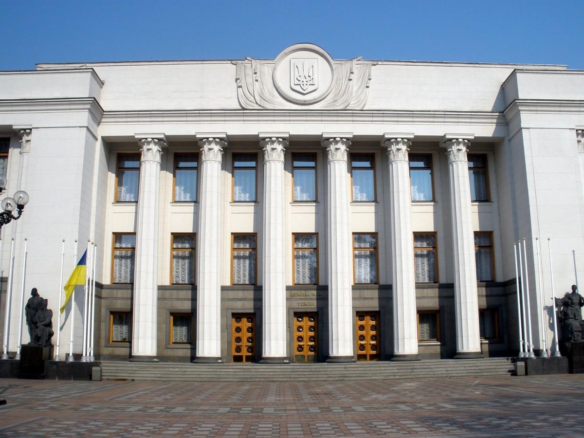 """19 депутатов-миллионеров из """"Слуги народа"""" получают компенсацию за аренд..."""