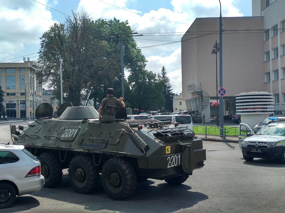 Звонок из луцкого автобуса: террорист требует от президента Зеленского з...