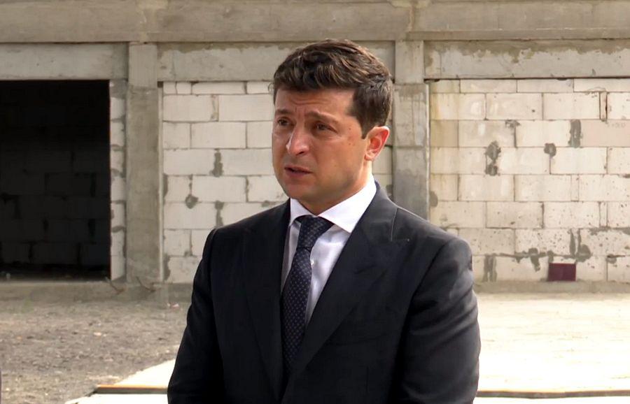 Зеленский заявил, что пожар в Луганской области возник не из-за обстрело...