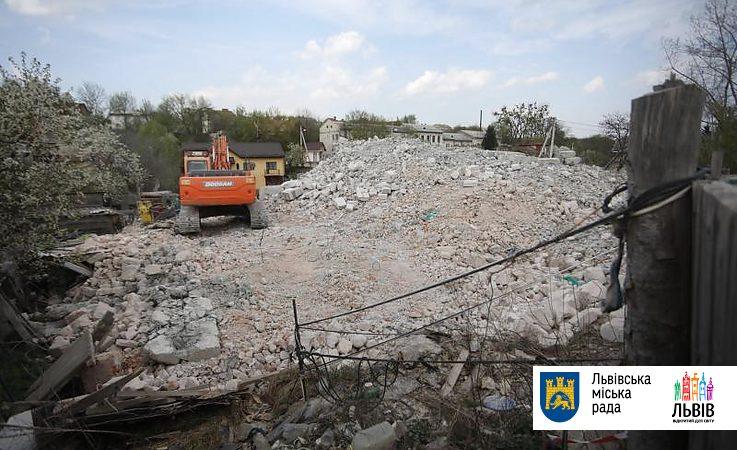 Впервые в Украине был демонтирован незаконный многоквартирный дом