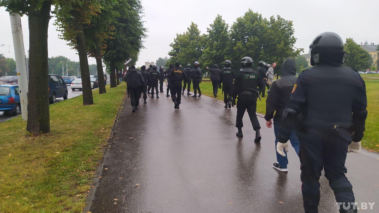 ОМОН разогнал бастующих перед Минским тракторным заводом