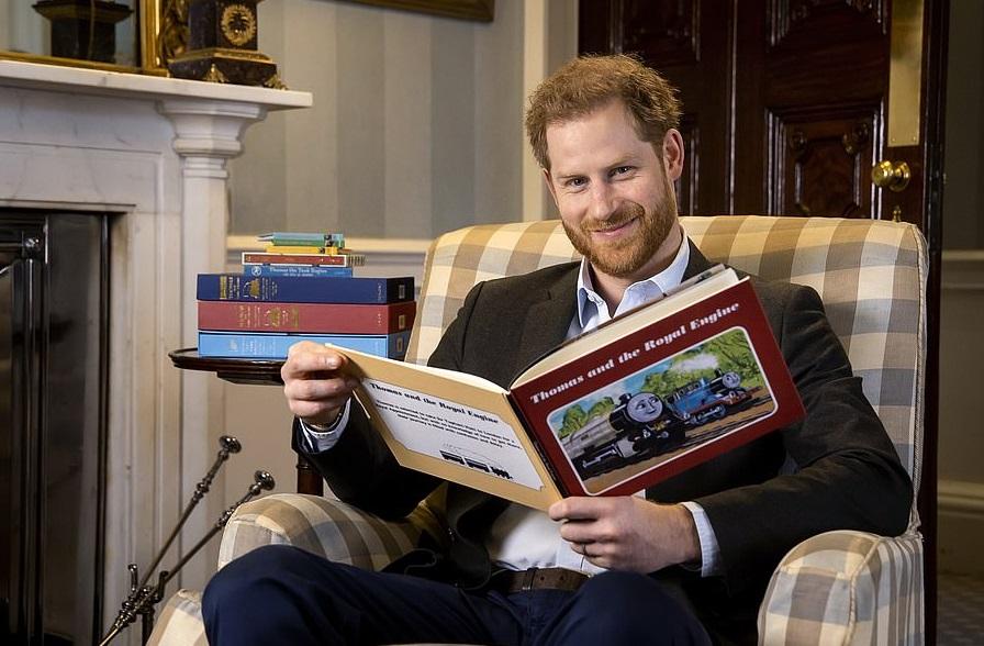 Прочел сказку: принц Гарри отметил 75-летие паровозика Томаса