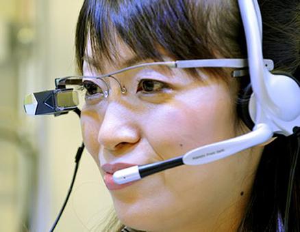 В Японии разработаны очки-переводчики