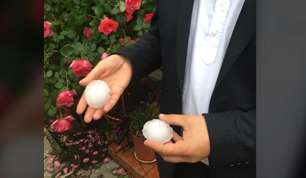 На Буковине град величиной с куриное яйцо побил крыши