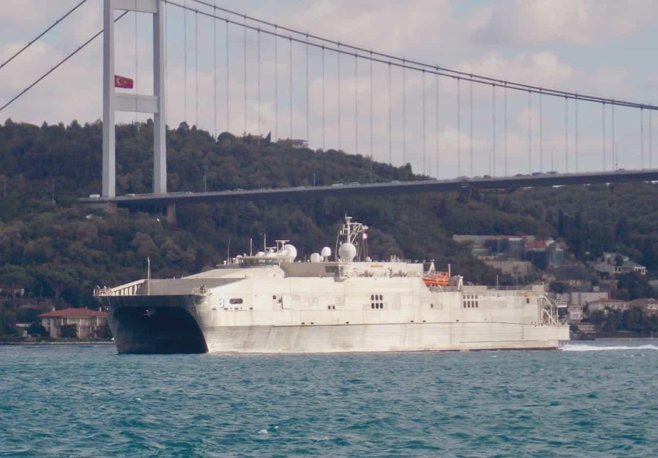 Десантное судно США вошло в Черное море накануне российских учений