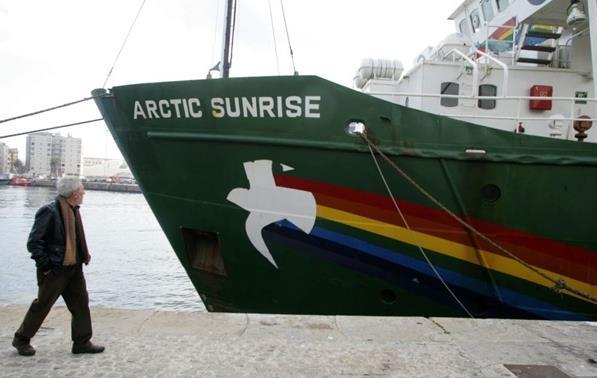 Российский суд отпустил под залог десятерых иностранцев с судна Arctic S...
