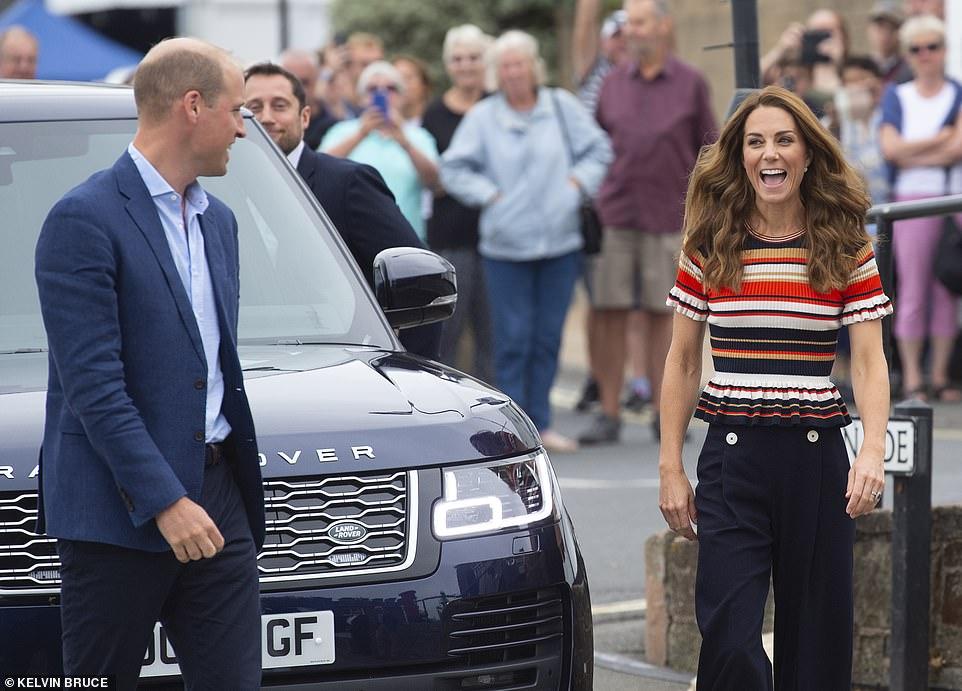 Яхтенная прогулка: Кейт Миддлтон и принц Уильям приняли участие в благот...