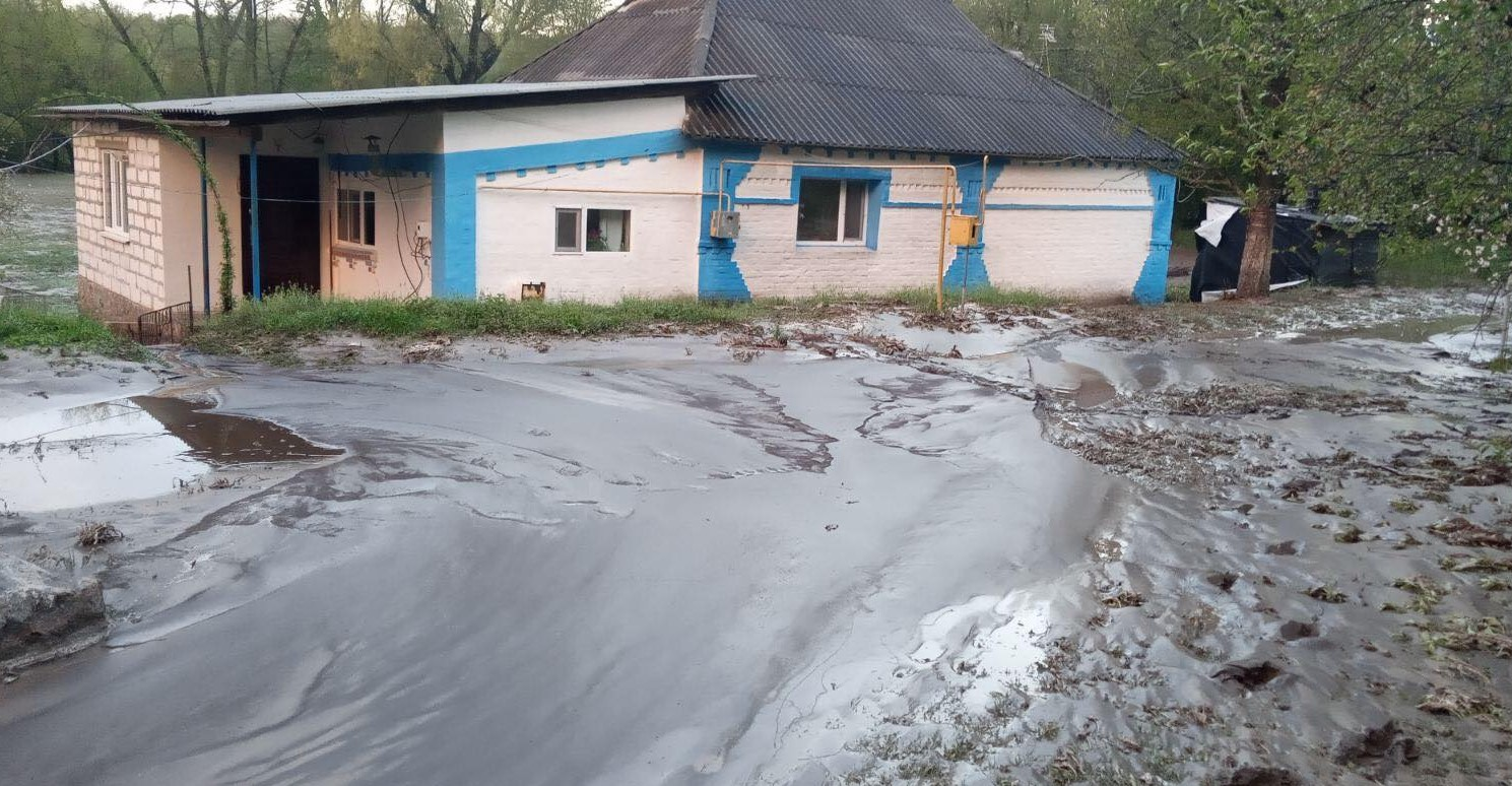 На Винничине из-за непогоды погиб велосипедист – его водой смыло с дорог...
