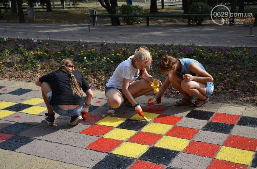 """В Мариуполе тротуары украсили """"вышивкой"""""""