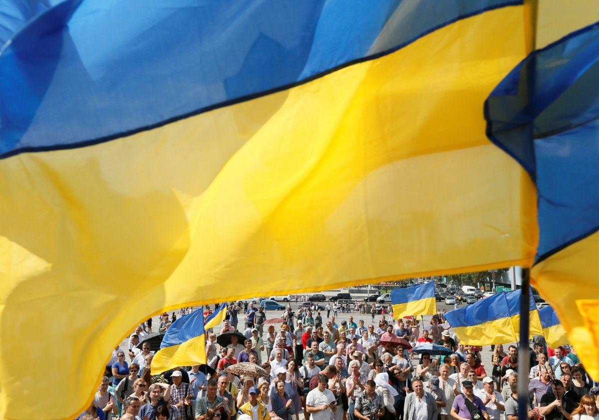 Большинство украинцев считают, что Конституцию надо менять, – опрос