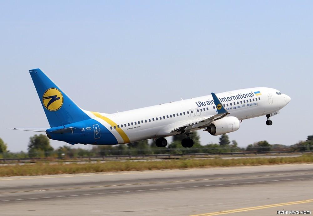 Авиакомпания МАУ отменила рейсы по 10 направлениям до конца лета