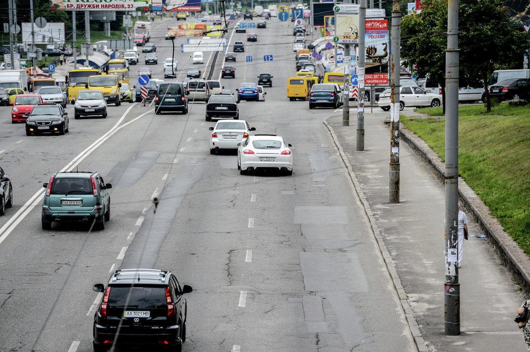 На 17 улицах Киева с 1 апреля можно ездить со скоростью до 80 км/ч