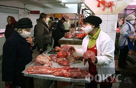 Ющенко разрешил торговать мясом и молоком на рынках