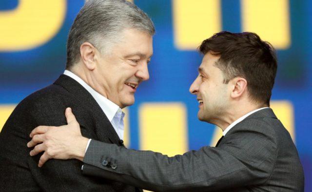 Зеленского просят присвоить Порошенко звание Герой Украины