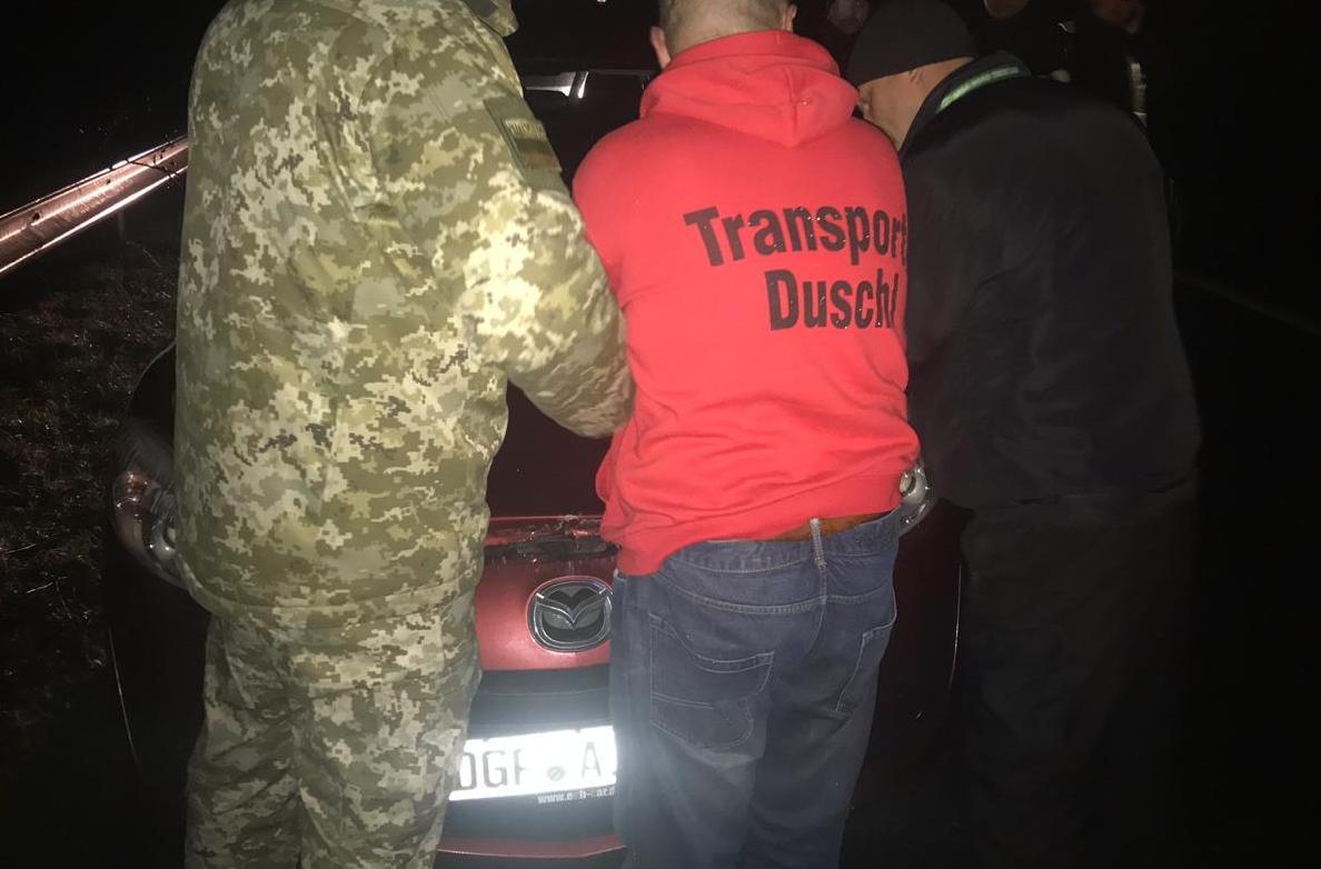 Евробляхер дважды пытался прорвать границу Украины на Mazda