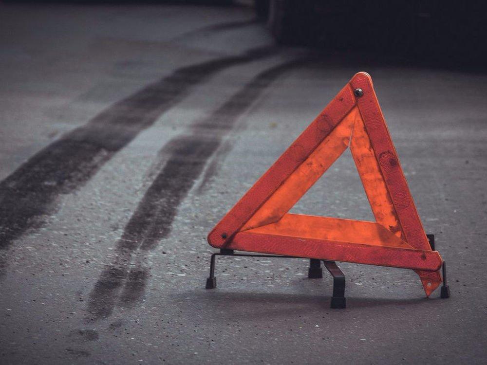 На Херсонщине автомобиль, не поставленный на ручник, покатился на 6-летн...