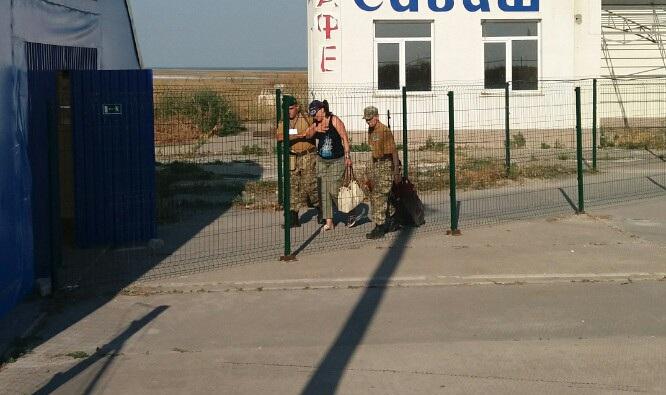 На админгранице с Крымом оккупанты возобновили работу всех пунктов пропу...