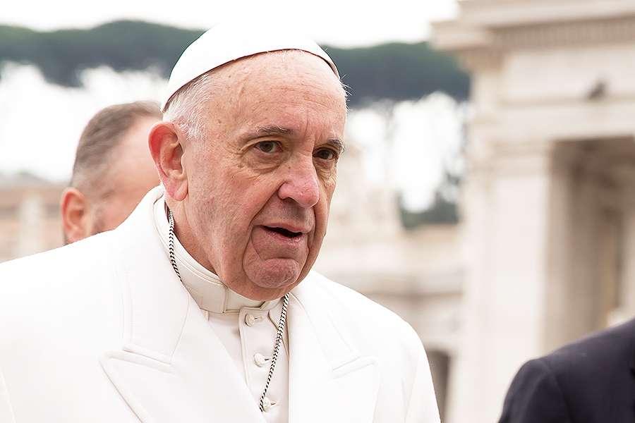 Папа Римский встретился с вождем племени из лесов Амазонки