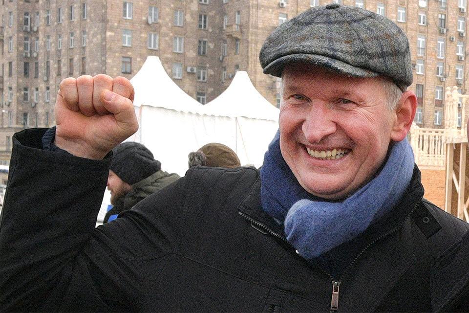 """Звезда сериала """"Сваты"""", которому разрешили въезд в Украину, выступил в о..."""