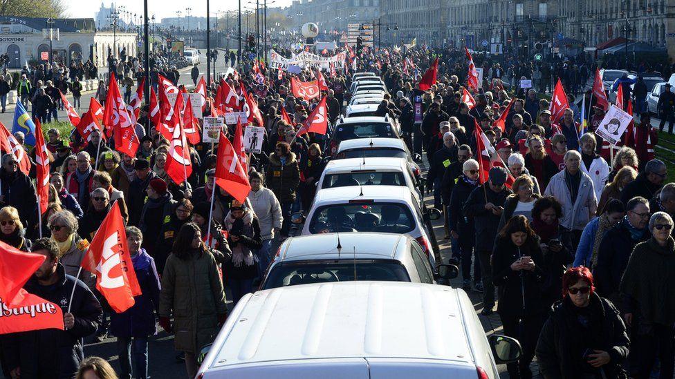 Транспортный коллапс во Франции: остановились поезда, метро, автобусы и...