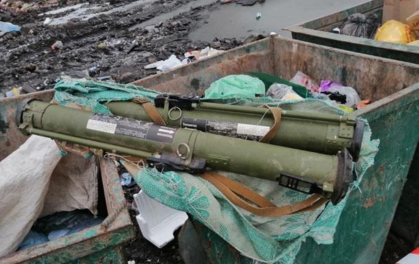 В Житомире в мусорный контейнер выбросили два гранатомета РПГ-26