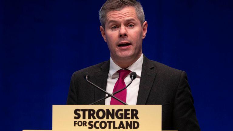 В Шотландии министр подал в отставку из-за переписки с 16-летним подрост...