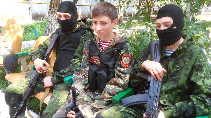 """В """"ДНР"""" учат детей обращению с оружием и сбору разведданных"""