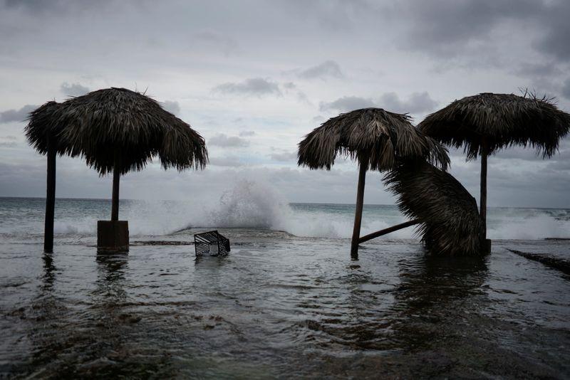 """На юго-восток США надвигается ураган """"Лаура"""". Власти Техаса и Луизианы н..."""