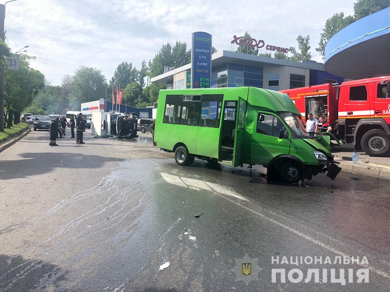 В Харькове столкнулись микроавтобусы: пострадали около десятка человек