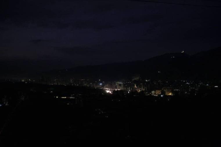 Большая часть Венесуэлы погрузилась во мрак
