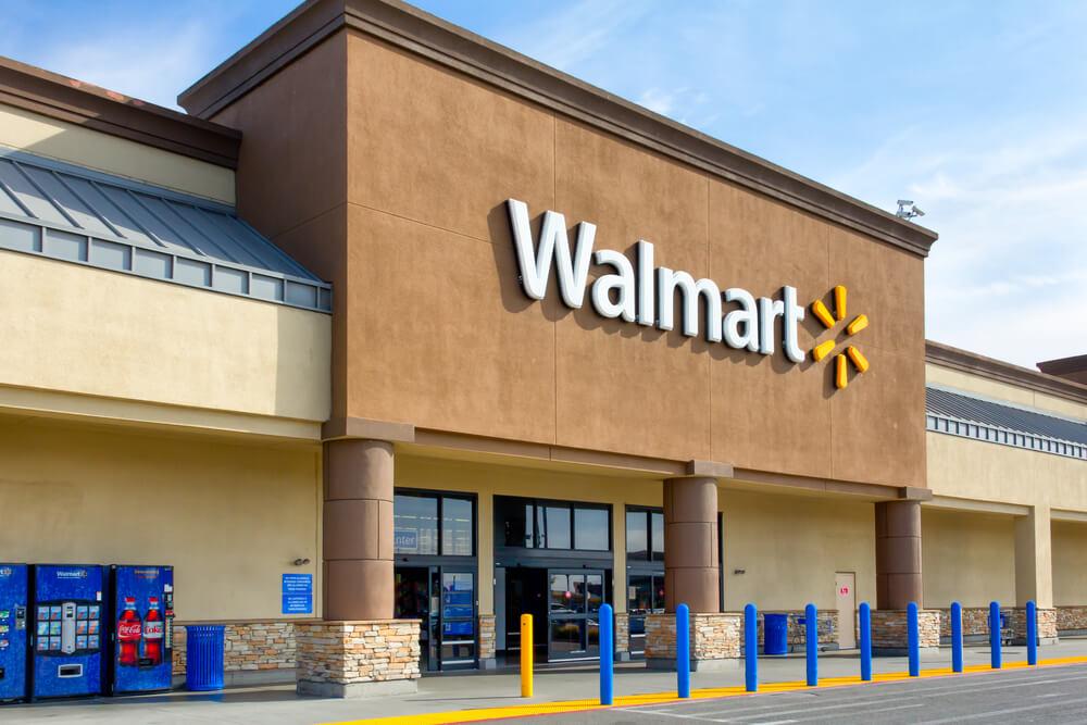 """Компания Walmart прекратила продажу футболок с надписью """"All Lives Matte..."""