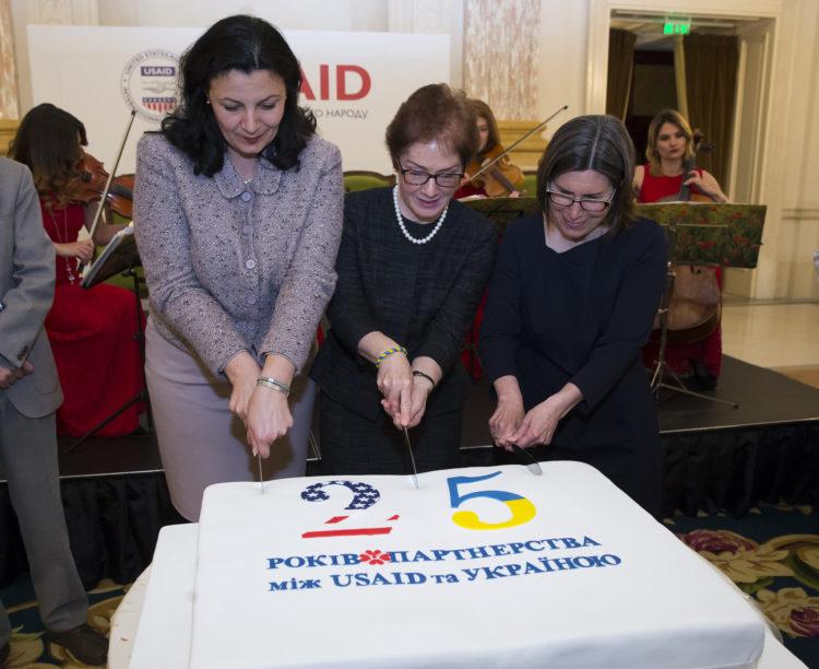 США выделят $38 млн на развитие демократических ценностей у молодежи Укр...