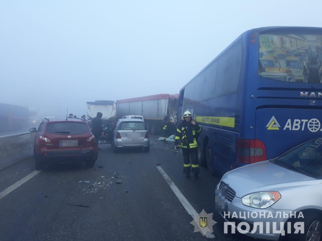 На трассе Одесса-Киев произошло массовое ДТП, погиб человек