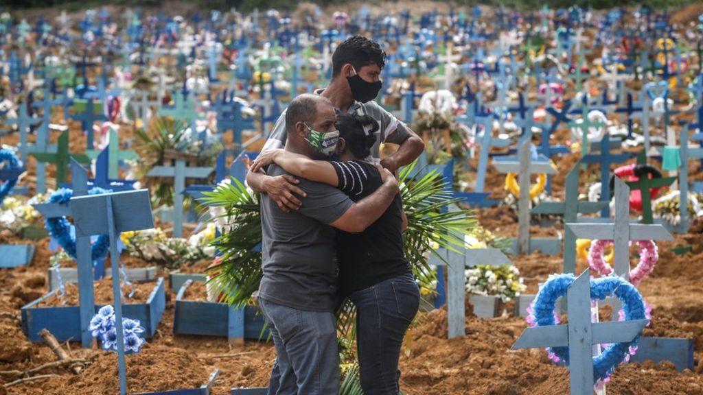 Бразилия стала второй страной, где число смертей от COVID-19 превысило 5...