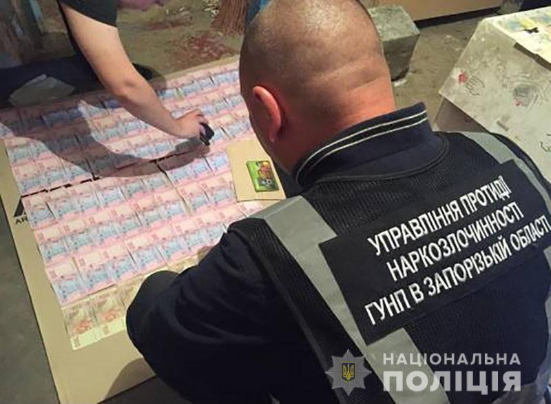 В Запорожской области накрыли нарколабораторию и изъяли наркотики на 12,...