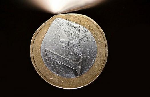 Евро в обменниках подешевел на 4 копейки