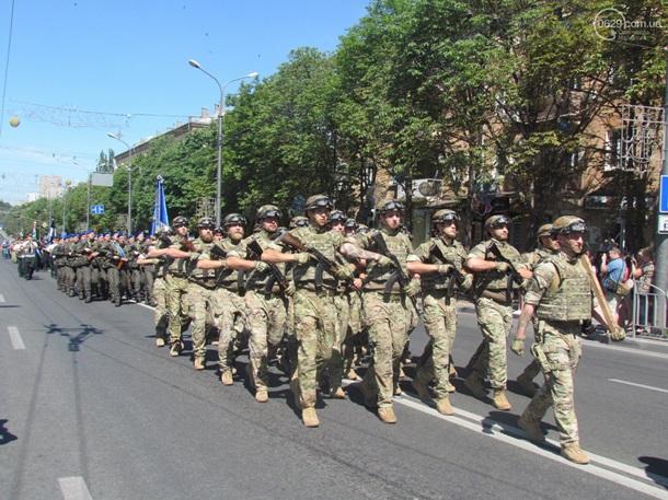 Годовщина освобождения Мариуполя: в городе прошел парад, но без Зеленско...